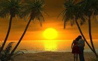 Влюбленные вечером на пляже