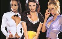 Девушки в костюмах для хэллоуина.