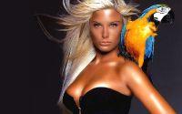 Девушка с попугаем