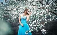 Девушка, весна, яблоня, белые цветы, голубое платье