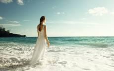 Девушка, ветер, волны, белое платье, море, пена