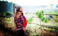 Девушка с шарфом