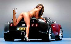 Девушка в купальнике на авто