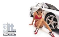 Девушка у белой спортивной машины