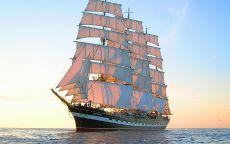 Трехмачтовый корабль