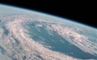 Облака над землей