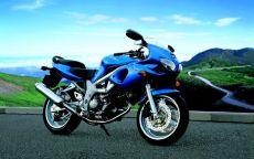 Гоночный мотоцикл в горах