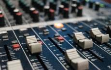 Музыка, музыкальный микшер, синтезатор, регулеровки
