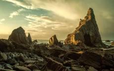 Каменистый берег у моря