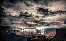 Грозовая туча над каньоном