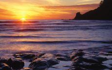 Камни море закат