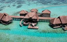 Тропики, Домики на сваях в океане