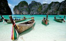 Рыбацкие лодки на берегу