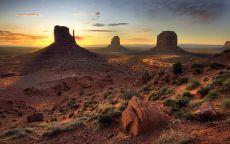 Три скалы в пустыне