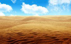 Белые облака над пустыней