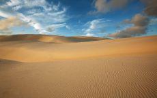 Белые облака в пустыне