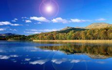 Синяя гладь озера