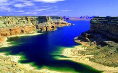 Река в большом каньоне