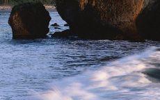 Скалы на берегу реки