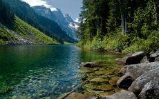 Прозрачная горная река