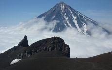 Облака и вулкан