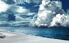 Облака над океаном.