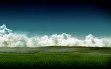 Белые облака над зеленным полем