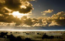 Облачное небо над пустыней.