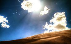 Облака над песчаными дюнами.