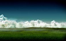 Белые облака на горизонте.