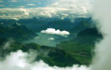 Озеро под облаками
