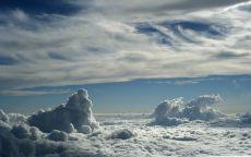 Полет в облаках.