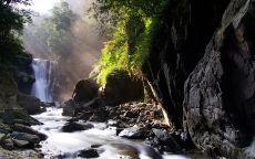 Водопад на горной реке