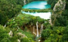 Перу водопад в джунглях