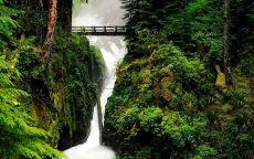 Мост над водопадом
