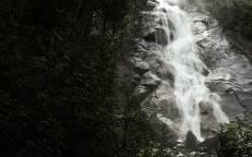 Горный водопад, маленький водопад, камни