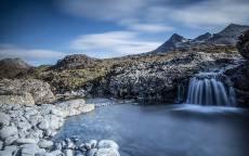Водопад, горы, озеро, камни, прозрачная вода