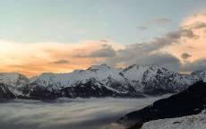 Заснеженные вершины черных гор