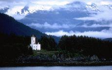 Белый дом в горах