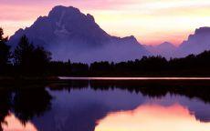Гора у озера