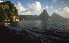 Горы на пляже в Туапсе