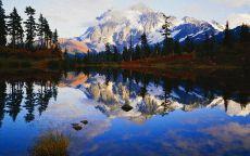 Снежная гора и озеро