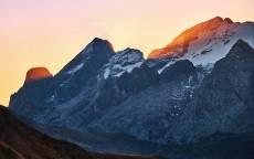 Луч солнца на склоне горы