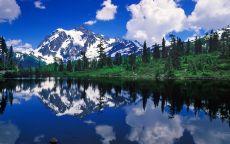 Отражение горы в реке