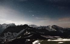 Черные горы, снег, небо, звезды, снег