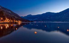 Горное Фирвальдштетское озеро в Швейцарии.