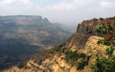 Горы Сахьядри на западе Индостана.