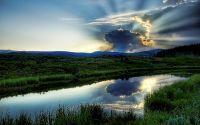 Лучи заходящего солнца в облаках