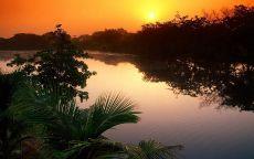 Тихая река и заход солнца