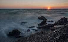 Пляж, закат, галька, волны, прибой